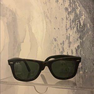 Ray Ban Wayfarer Tortoise Sunglasses